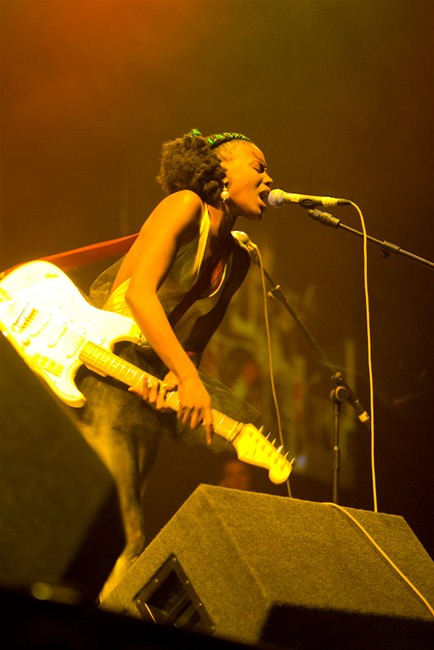 The-Noisettes-at-Wembley-13.jpg