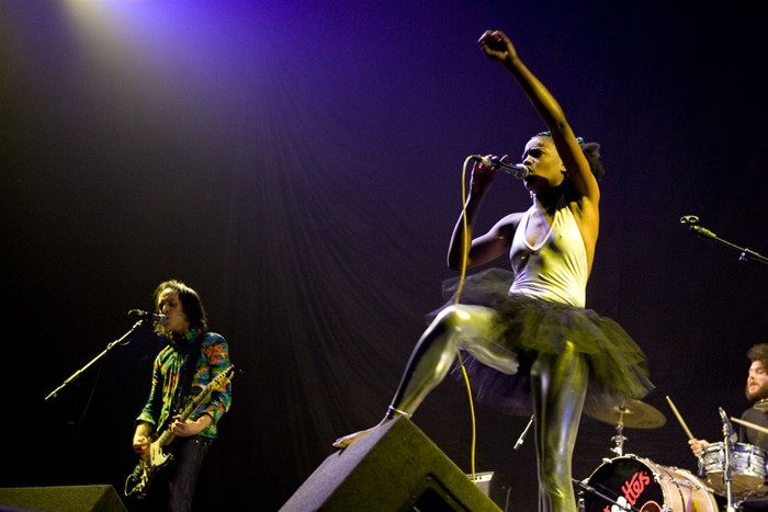 The-Noisettes-at-Wembley-16.jpg