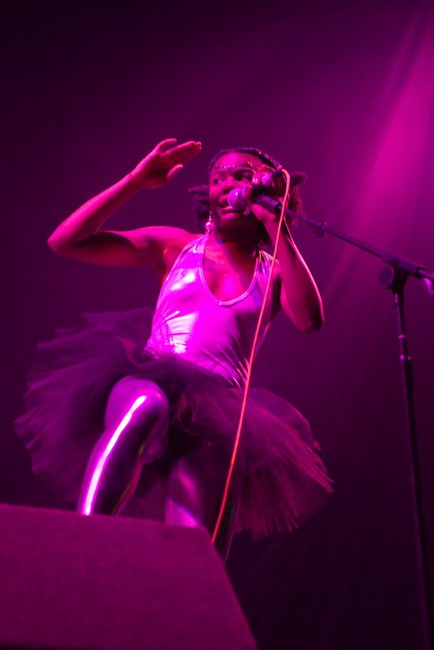 The-Noisettes-at-Wembley-17.jpg