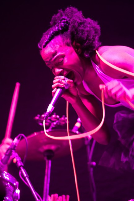 The-Noisettes-at-Wembley-19.jpg