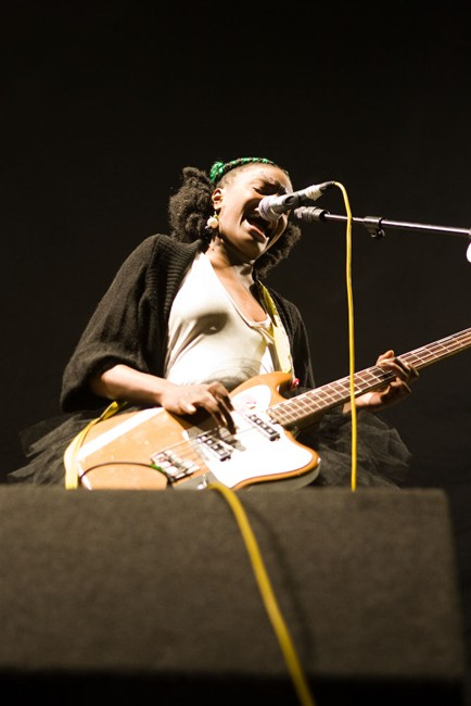 The-Noisettes-at-Wembley-4.jpg