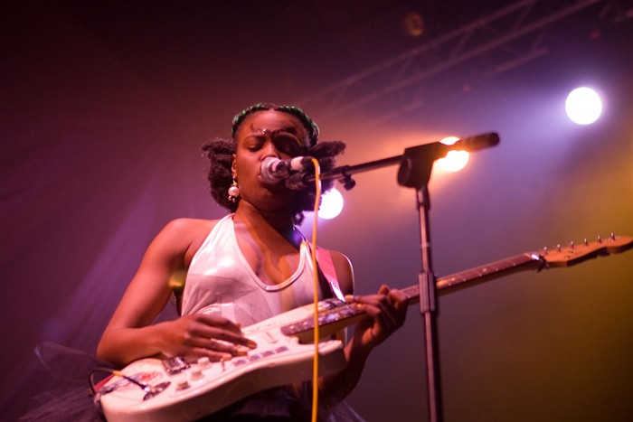 The-Noisettes-at-Wembley-7.jpg